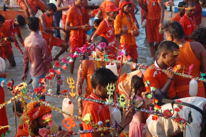 India - Varanasi - Shiva Pilgrims