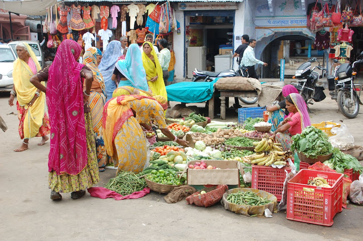 India - Pushkar - Women at the Market