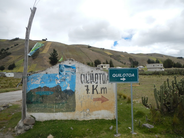 Ecuador - Quilotoa - Road Sign
