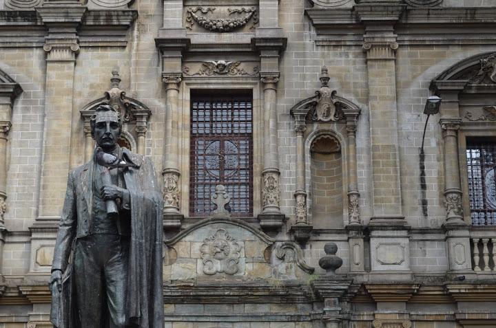 Colombia - Medellin - Statue