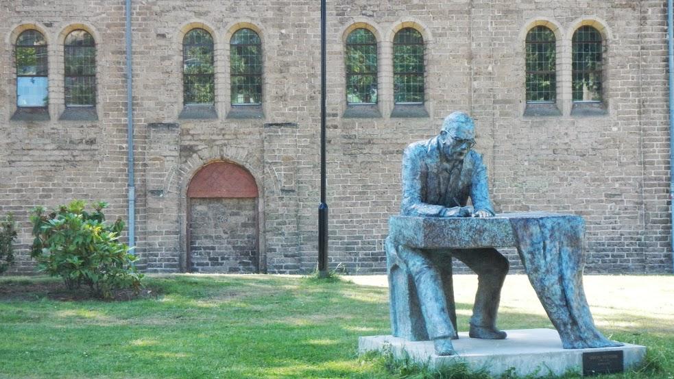 Netherlands - Utrecht to Nijmegen - Statue