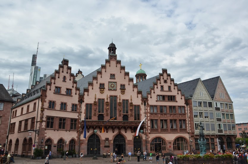 The historic town hall (Rathaus) in the Romerplatz.