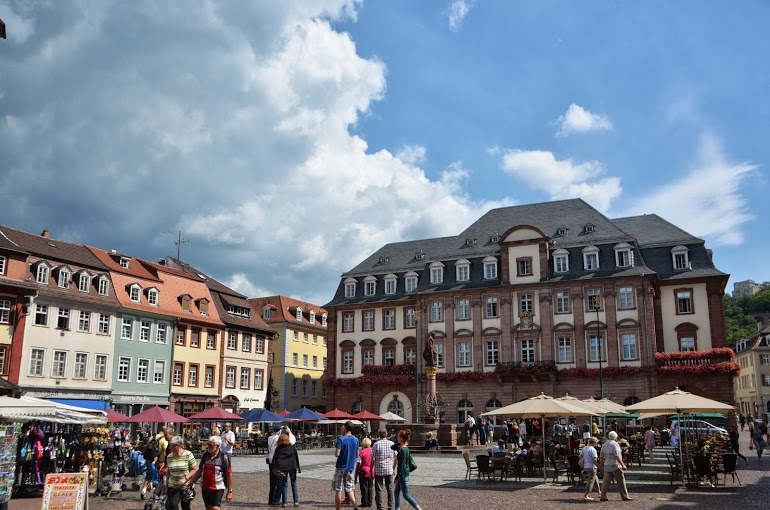 The plaza in front of the Rathaus