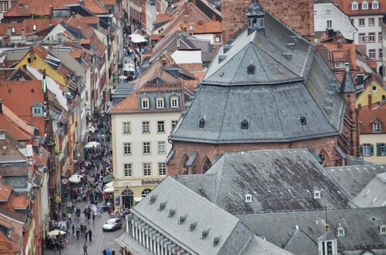 Peering down on the Hauptstrasse