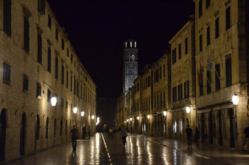 There are almost no tourists in the old city late in the night.