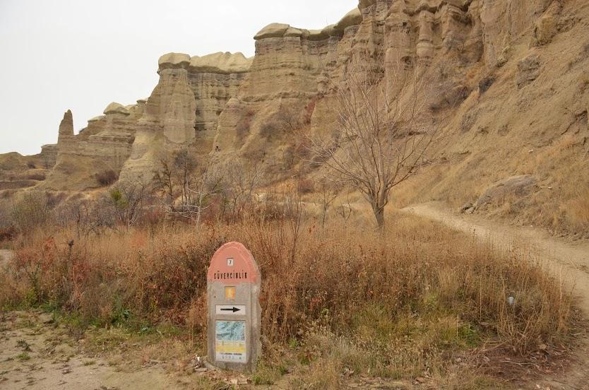 A standard trail marker in Cappadocia.