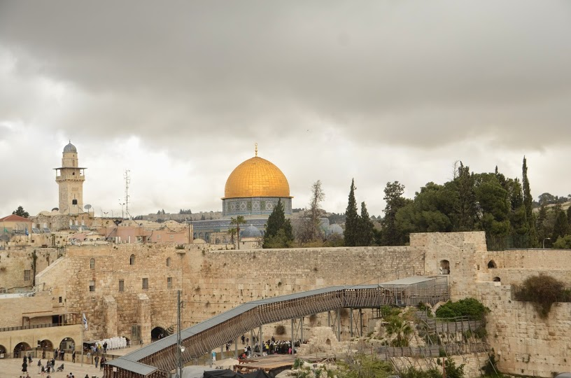 an overview of the western wall in the old city of jerusalem its significance and the people who can Is an ancient limestone wall in the old city of jerusalem western wall can refer wall in the old city has no religious significance for.